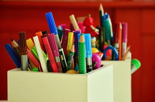 pot a crayons